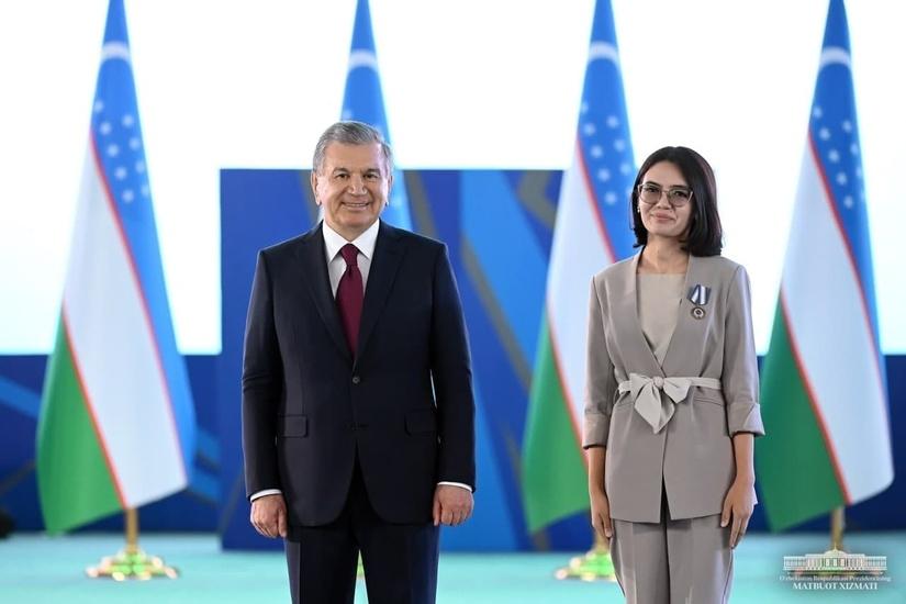 Президент фаол ёшларга орден ва медалларни топширди (+фото)