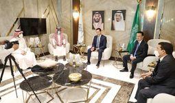 Sardor Umurzakov Madina shahri amiri shahzoda Faysal bin Salmon al-Saud bilan savdo-iqtisodiy hamkorlik masalasida gaplashdi