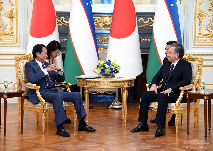Президент Узбекистана принял заместителя премьер-министра Японии