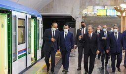Президент проехал поездом по Юнусабадской линии метро от станции