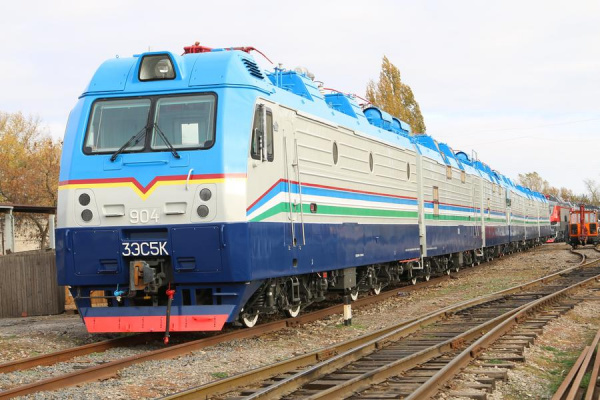 В Узбекистан прибудут пять современных российских электровозов