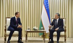 Президент Узбекистана вместе с главой Минпромторга России принял участие в открытии Ташкентского металлургического завода