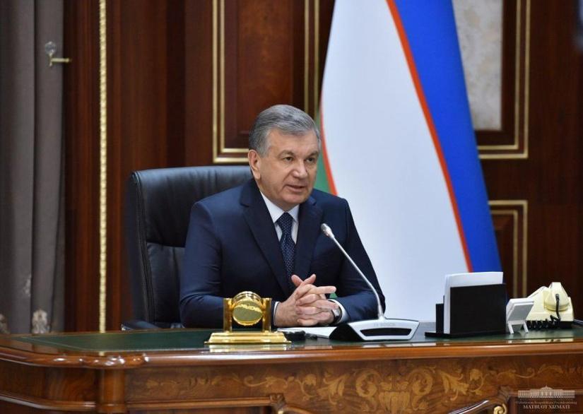 Шавкат Мирзиёев: Жорий йил сентябргача жойларга камида 1 000 та пахта териш машинаси етказиб берилади