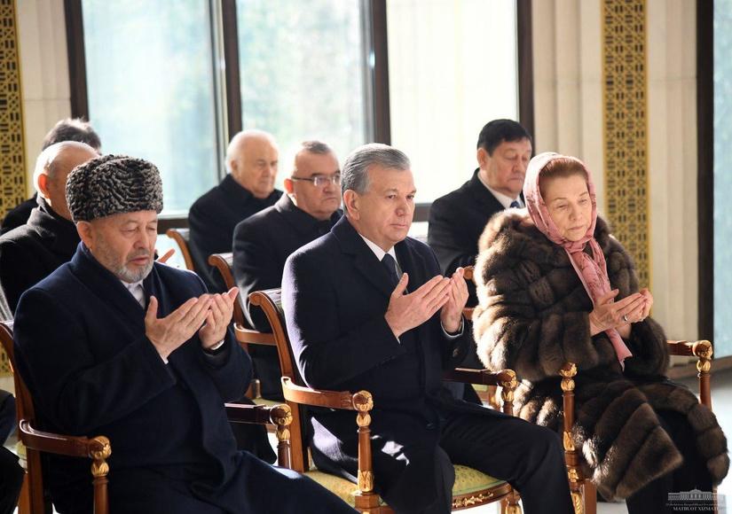 Шавкат Мирзиёев почтил память Первого Президента
