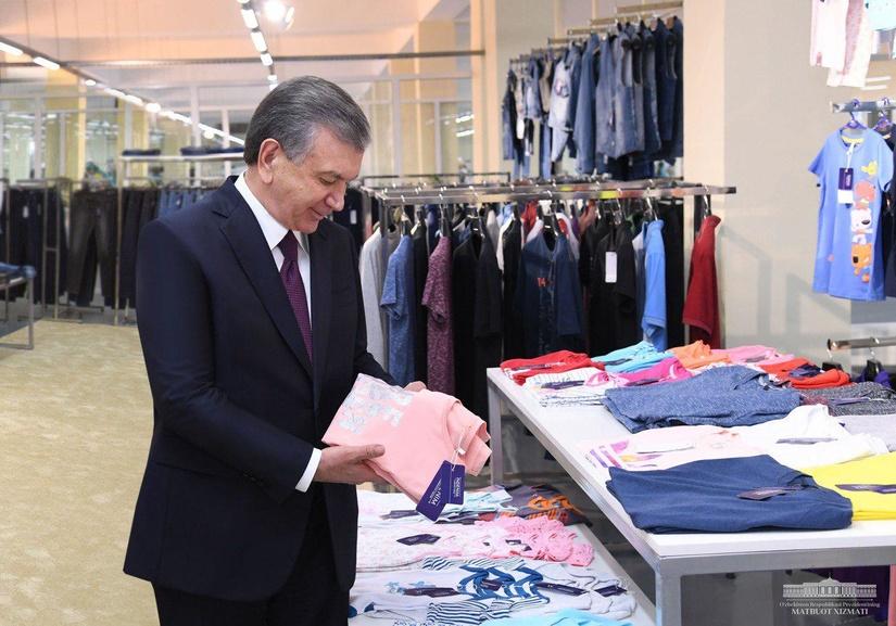 В Сурхандарье Президент ознакомился с современным швейным предприятием