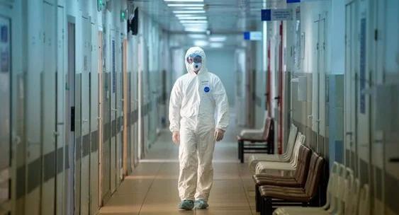 Ўзбекистонда коронавирусни йўқ қиладиган тиббий комбинезонлар яратилди