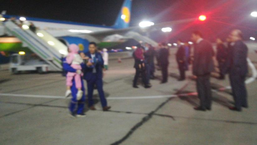Из Багдада в Ташкент доставлены 64 ребенка