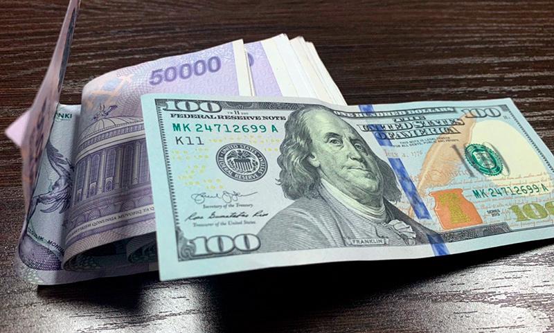 Долларнинг расмий курси 13,30 сўмга пасайди