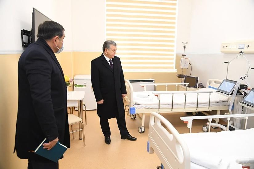 Президент осмотрел строительство многопрофильного медицинского центра (+фото)