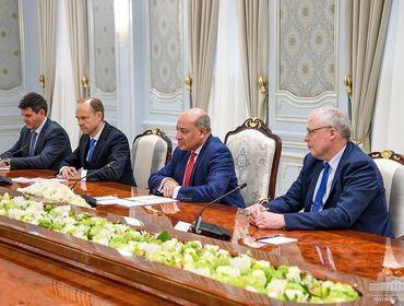 Шавкат Мирзиёев и глава ЕБРР Сума Чакрабарти провели встречу