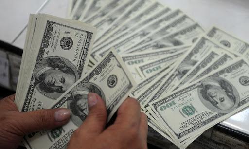 Долларнинг расмий курси пастлади. Банкларда ҳам долларнинг сотиш курси тушдими?