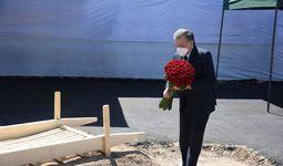 Shavkat Mirziyoyev: Musa Yerniyazov dafn etilgan qabristonni ziyorat qiladigan maskanga aylantiramiz (foto)