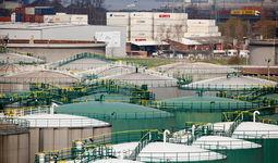 Bloomberg пандемия даврида тўпланиб қолган нефт захиралари тугаб бораётгани ҳақида хабар берди
