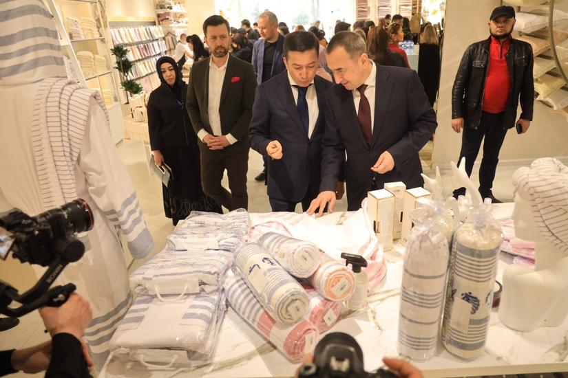 Центр узбекского домашнего текстиля открыт в Ташкенте