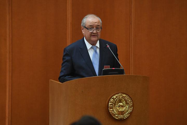Министр иностранных дел Абдулазиз Камилов отчитался на пленарном заседании Сената