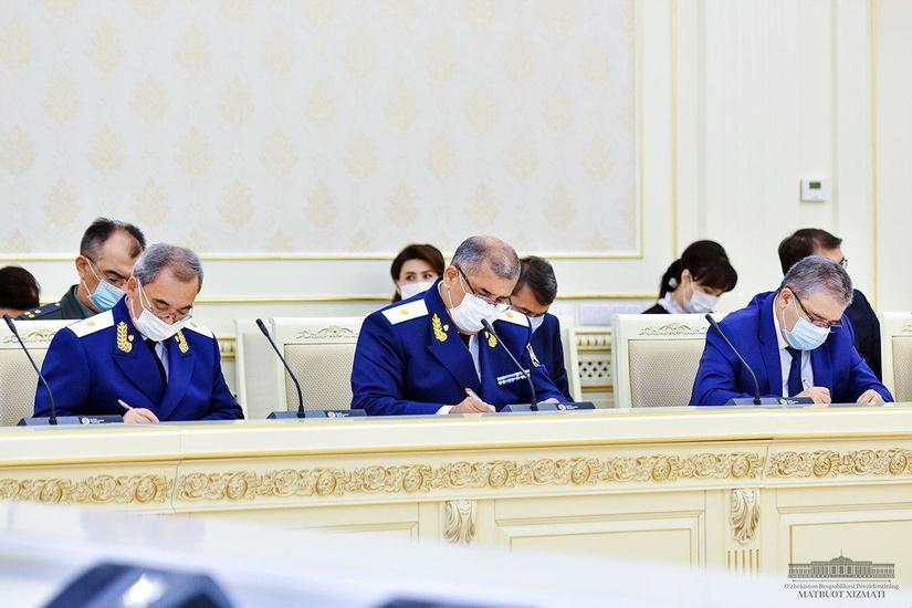 Shavkat Mirziyoyev raisligida o'tgan yig'ilishda Andijon va Chiroqchidagi voqealar esga olindi