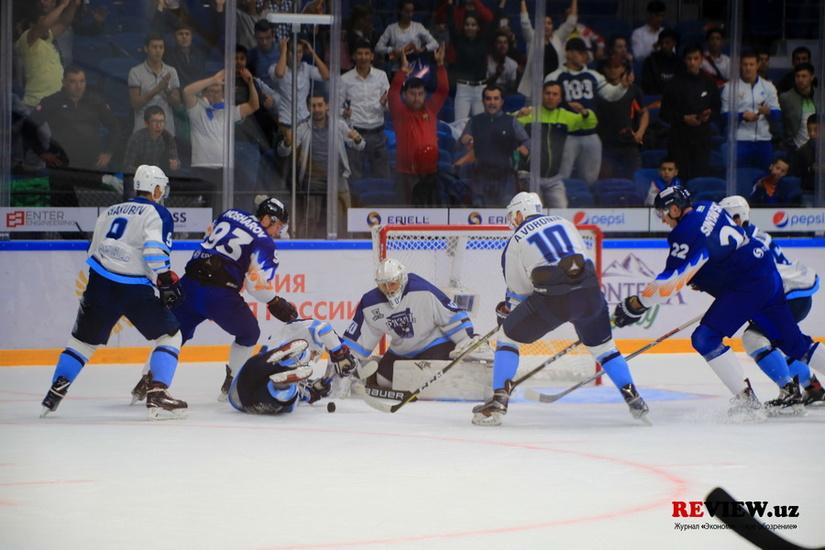 «Хумо» одержал разгромную победу в своём дебютном матче в ВХЛ