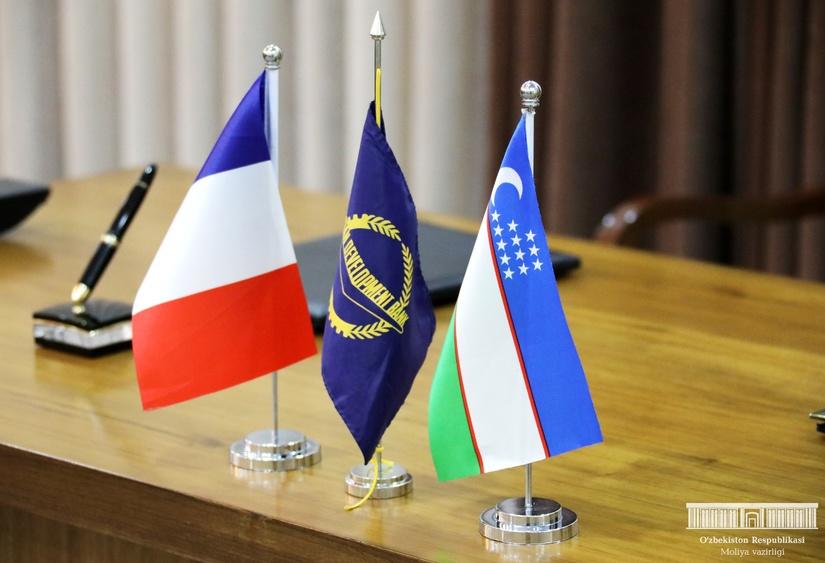 Узбекистан и АБР подписали заемные соглашения на 500 млн долларов