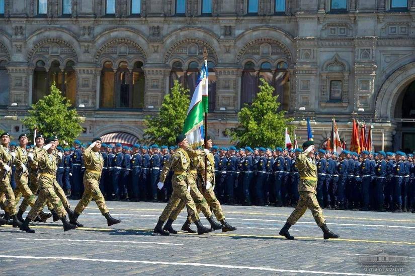 Военные Узбекистана прошли по Красной площади (+видео)
