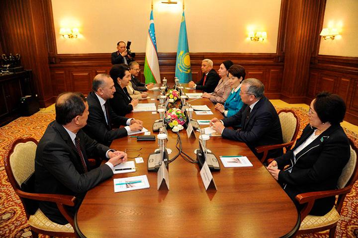 Узбекистан предложил продлить сроки пребывания своих граждан в Казахстане