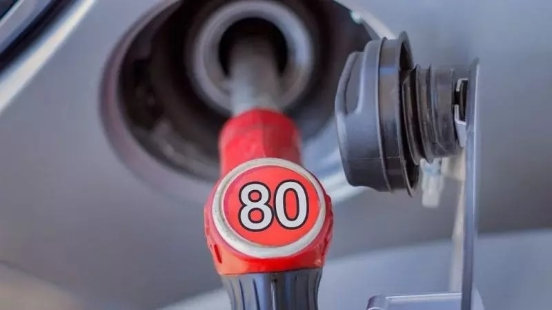 """""""O'zbekneftgaz"""" Ai-80 markali benzin ishlab chiqarishdan butunlay voz kechmoqchi"""