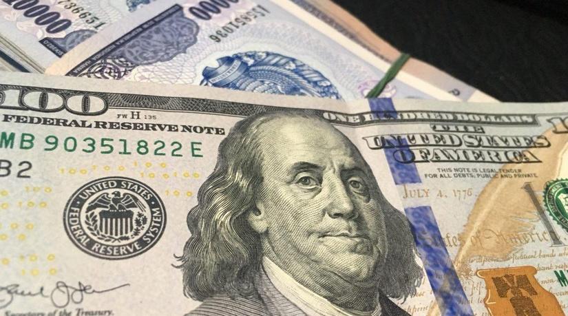 Ўзбекистонда долларнинг расмий курси пастлади
