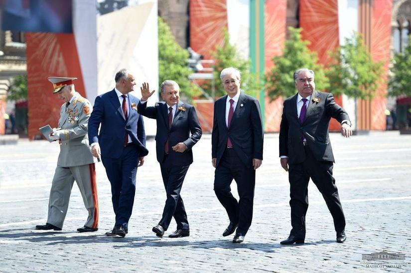 Президент Шавкат Мирзиёев принял участие в параде Победы в Москве (+фото)