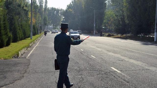 Nazorat inspektori avtotransport haydovchisidan nimalarni talab qilish vakolatiga ega?