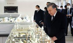 Shavkat Mirziyoyev Toshkentda yangi ochilgan zargarlik korxonasini borib ko'rdi (+ foto)