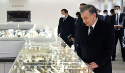 Президент посетил новое ювелирное предприятие Gold Moon Tashkent (+ фото)