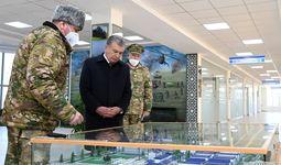 Шавкат Мирзиеев прибыл в Джизакскую область и посетил воинскую часть (+видео)