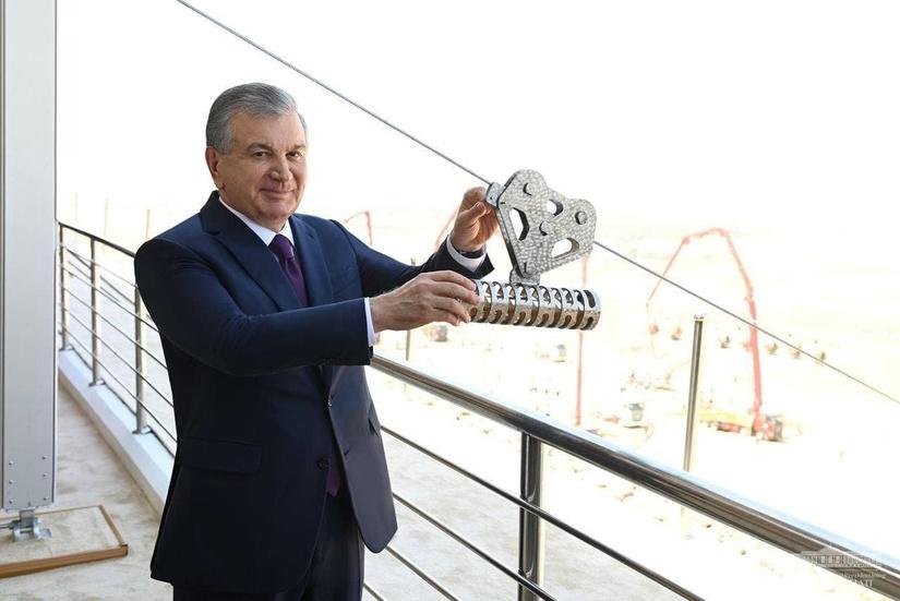 Shavkat Mirziyoyev OKMK 3-mis boyitish fabrikasi qurilishiga tamal toshi qo'ydi (+foto)