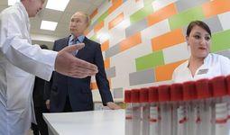 Putin bugun koronavirusga qarshi ilk vaksina ro'yxatdan o'tkazilganligi haqida xabar berdi