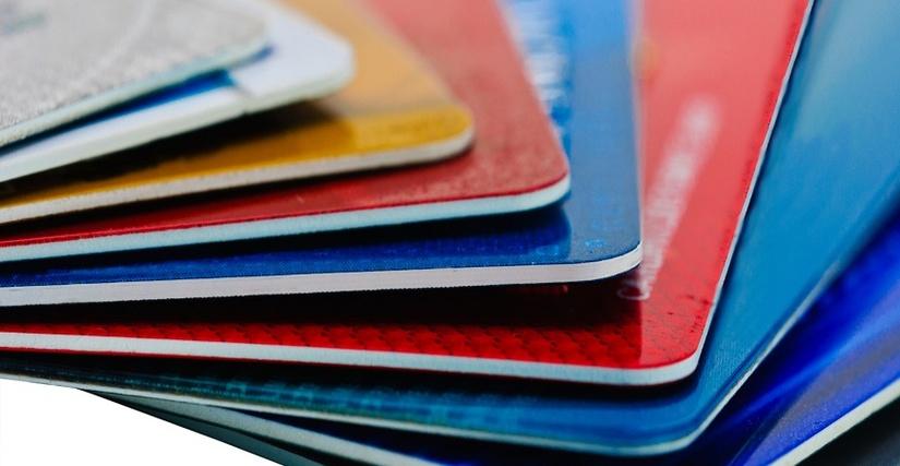 ЦБ: Банки не имеют права взимать комиссию за зачисление денег на карты или депозитные счета граждан