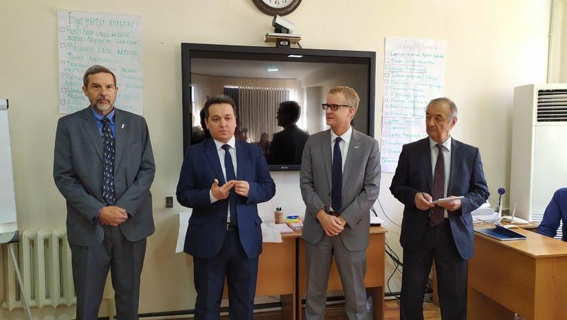 Эксперты из США помогут разработать методологию оценки навыков чтения и математики в начальных школах Узбекистана