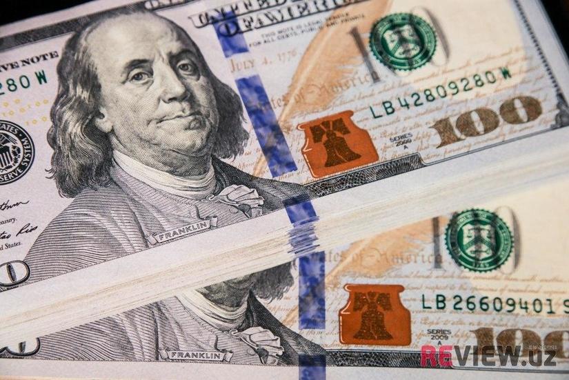 Доллар США в банках превысил 10 000 сумов
