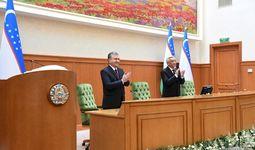 Президент Шавкат Мирзиёев выступает на первом заседании Сената Олий Мажлиса