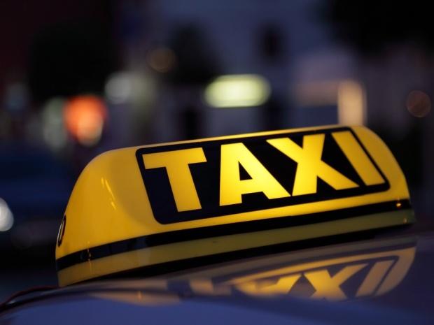 Владельцы легковых автомобилей смогут официально таксовать