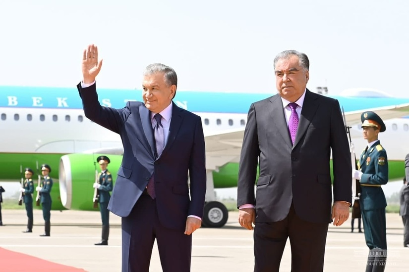 Shavkat Mirziyoyev rasmiy tashrif bilan Tojikistonga jo'nab ketdi